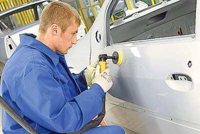 Иногда дефекты покраски автомобиля можно устранить тщательной полировкой кузова