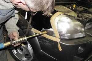 Иногда кузовной ремонт автомобиля требует дорогостоящего оборудования