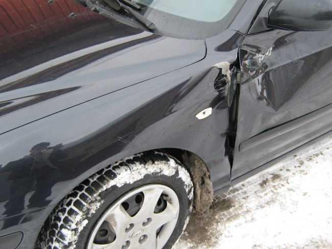 Повреждение на кузове авто