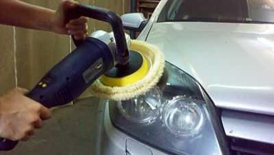 Устранить дефекты и выполнить полировку фар машины поможет зубная паста