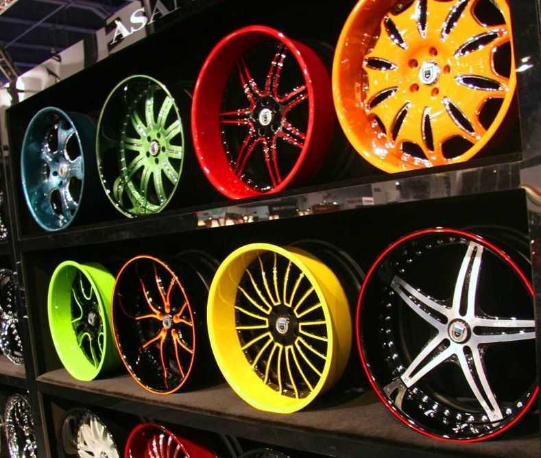 Сейчас модно яркий цвет дисков автомобиля