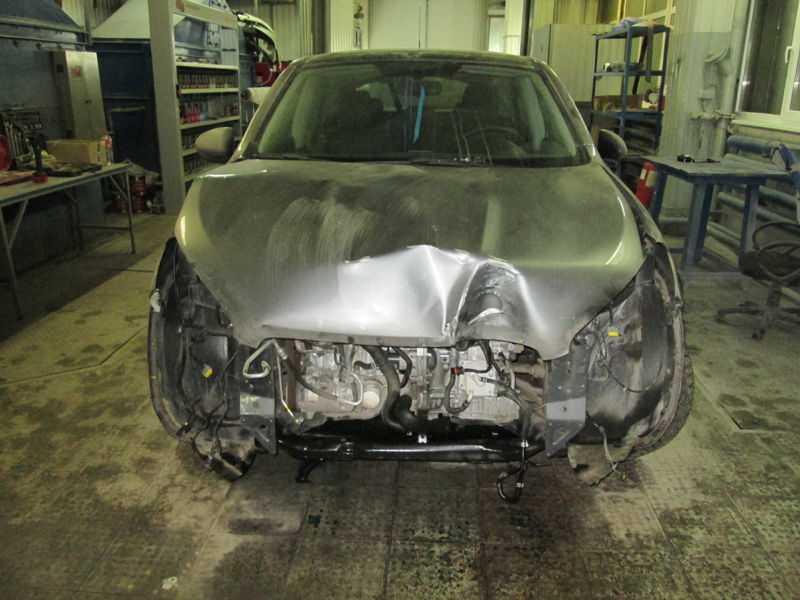 Поврежденный кузов авто выравнивают с помощью специального оборудования
