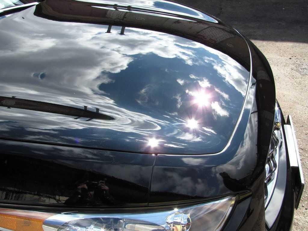 Отполированный кузов блестит на солнце
