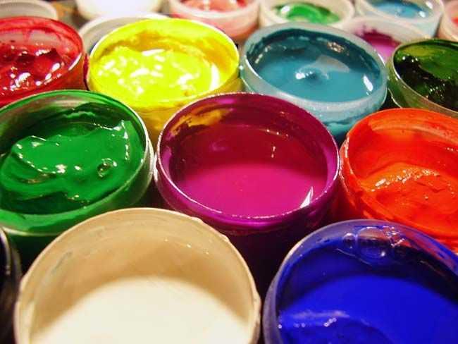Растворитель разбавляет густую краску
