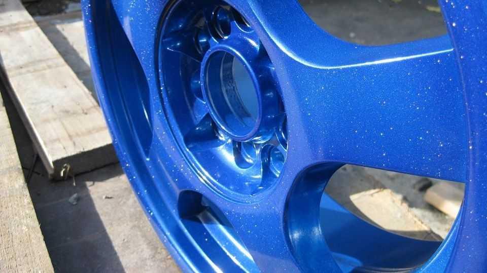 Синий цвет выглядит более эффектно в металлике