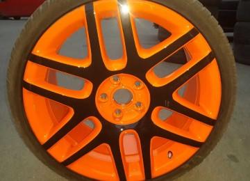 Применение краски для дисков в процессе окрашивания автомобиля
