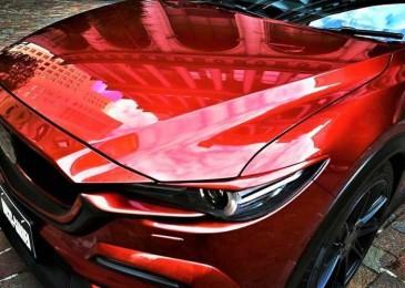 Выбор лидеров и победителей – авто, покрашенное в цвет красный металлик