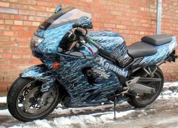 Современный дизайн транспортного средства: аэрография на мотоцикле