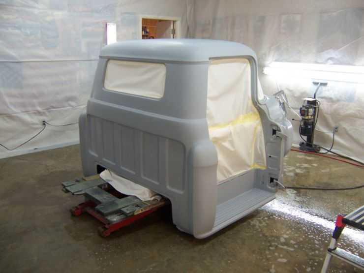 Покраска грузовой кабины в гараже
