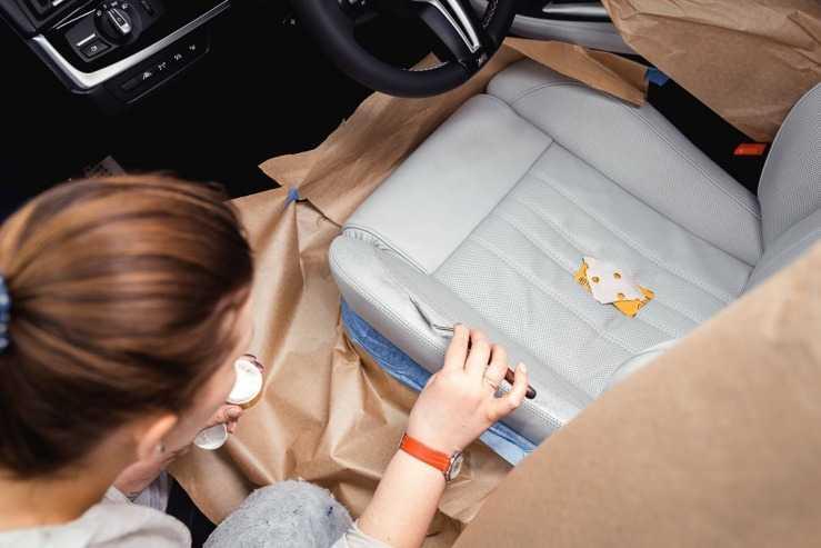 Восстановление кожаного сиденья салона автомобиля