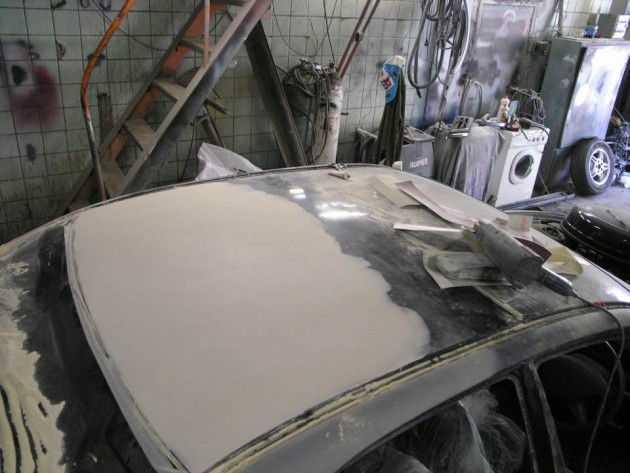Шпаклевочные работы перед покраской крыши автомобиля