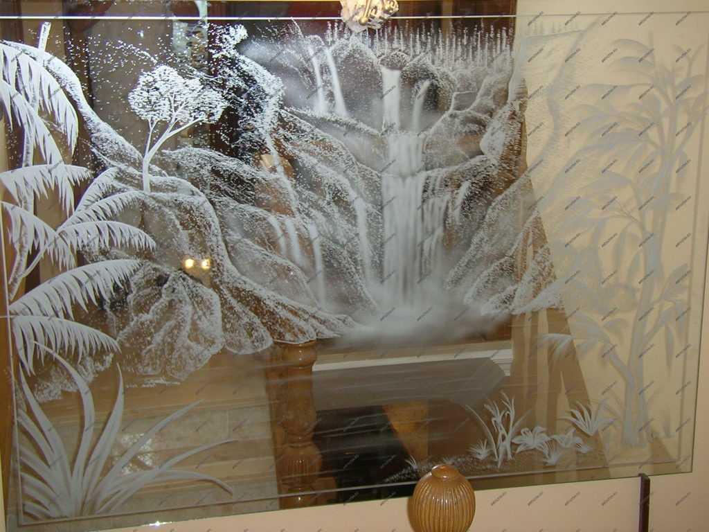 Рисунок на стекле с помощью пескоструйного оборудования