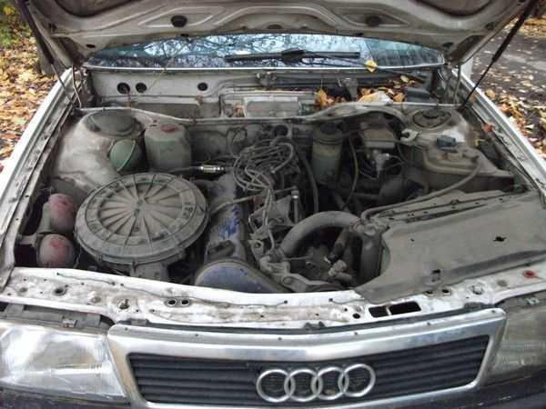 Под капотом авто спрятан мощный движок