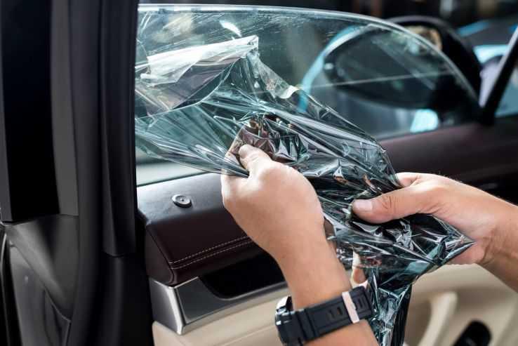 Демонтаж тонировки со стекол авто