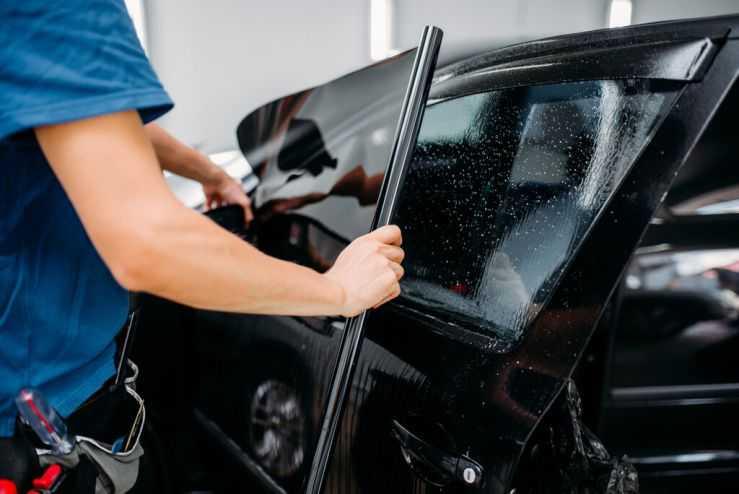 Монтаж тонировки на стекла автомобиля