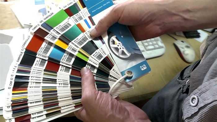 Для подбора краски используют специальные каталоги