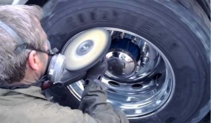 процесс полировки диска авто