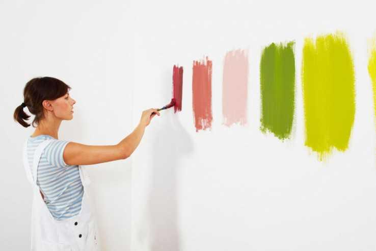 Разноцветные силикатные краски на стене