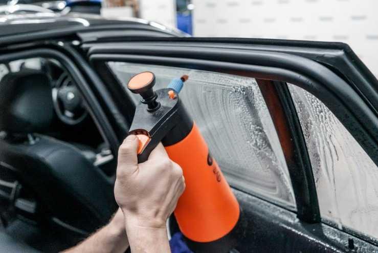 Обработка стекла перед тонировкой