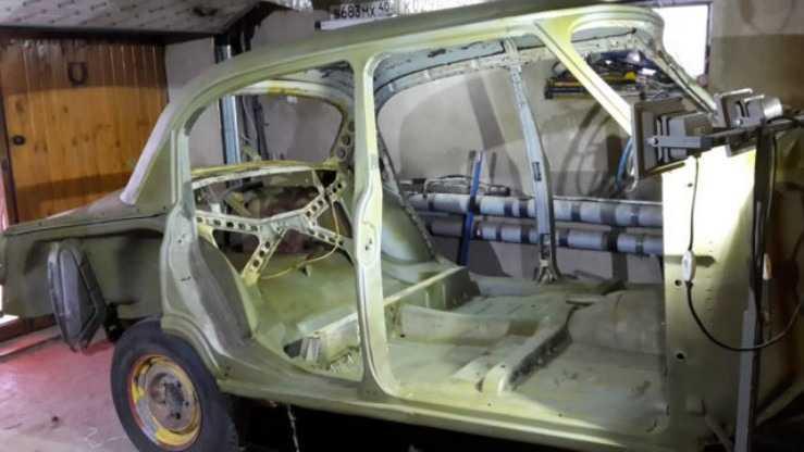 Кислотный грунт нанесен на ремонтный кузов