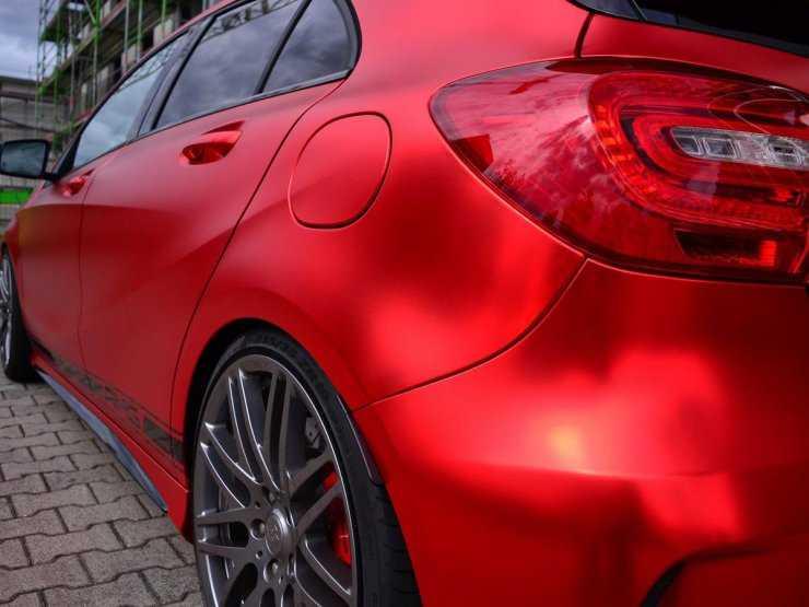 Цвет кузова - матовый красный металлик