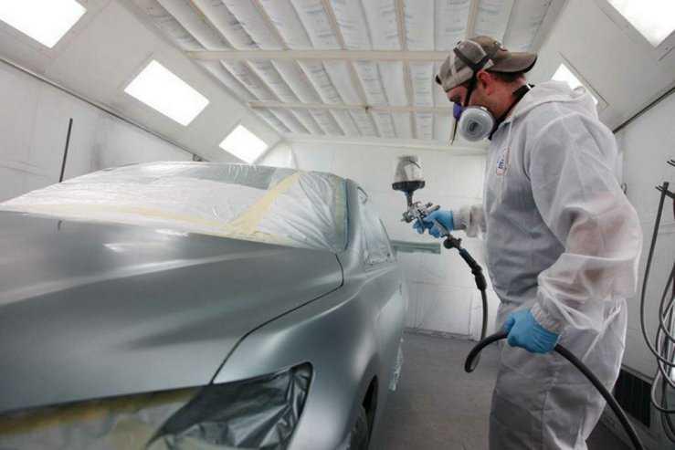 Нанесение базового слоя краски на кузов